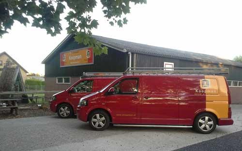 Pand en bedrijfsauto's van aannemer Koopman Bouw & Interieur in Wognum. Neem contact op.